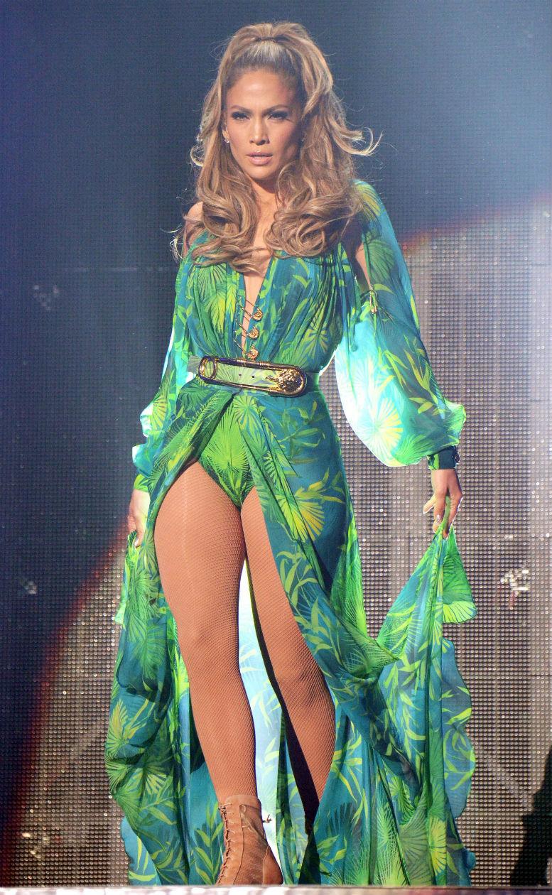 Jennifer Lopez revivió su look del vestido verde Versace en 2014