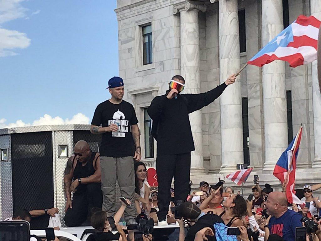 Residente y Bad Bunny en las quinta jornada de protestas en Puerto Rico