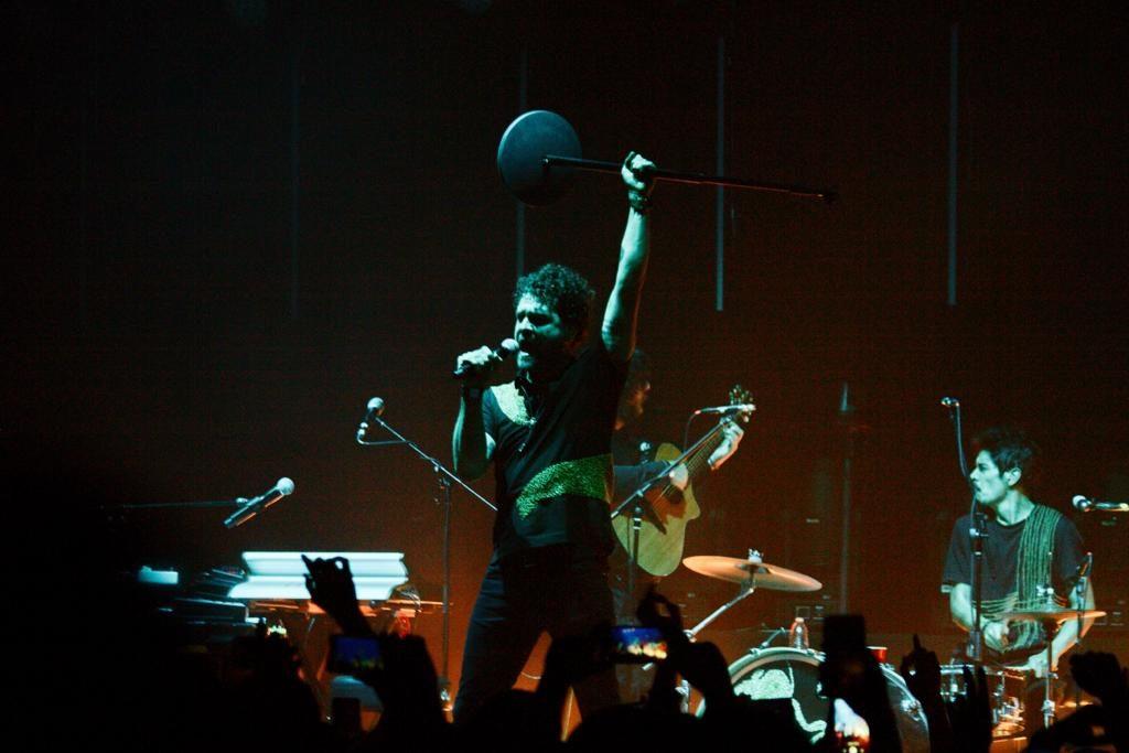 El vocalista Diego Suárez agradeció a sus seguidores. Foto: Ethan Murillo