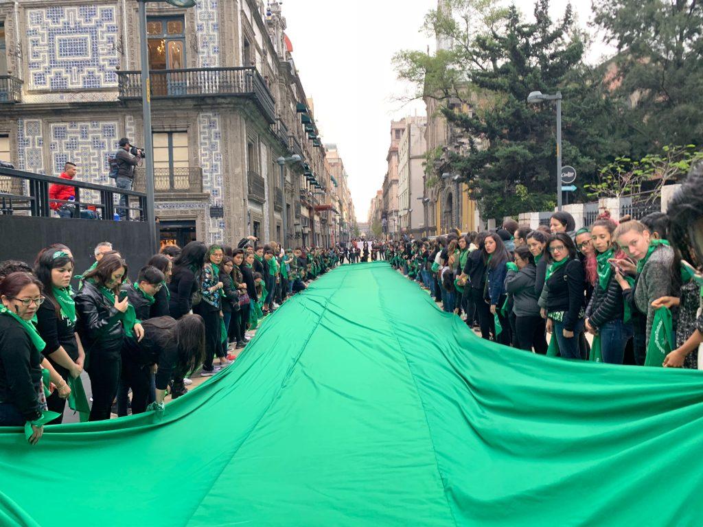 La marea verde inundó la calle Madero de la CDMX. Foto: Animal MX