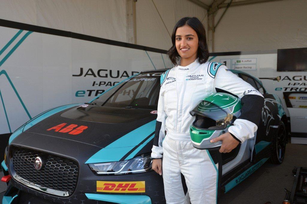 La primera mujer saudí en competir en una carrera automovilística es Reema Juffali. Foto: AFP