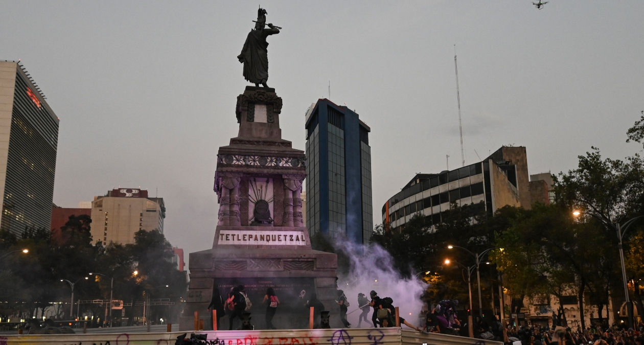 limpias monumentos danos marcha feminista