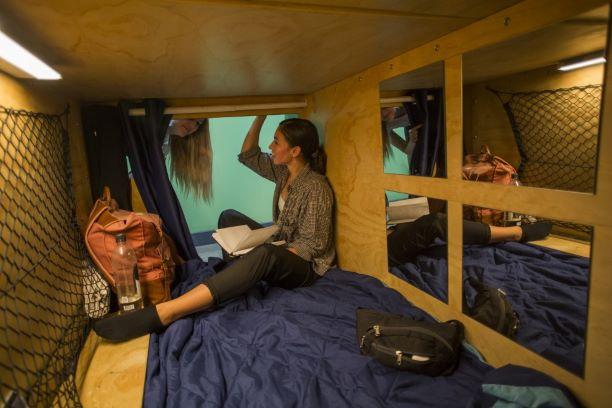 vivir-en-una-capsula-departamento-cuarto-roomies-renta-5