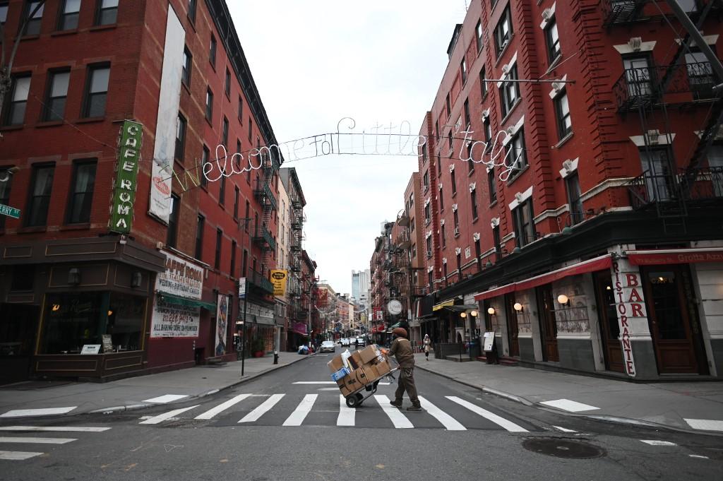 Las calles de Manhattan, en Nueva York, lucen vacías. Foto: AFP