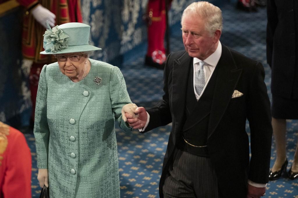 Príncipe Carlos de Inglaterra y Reina Isabel II. Foto: AFP