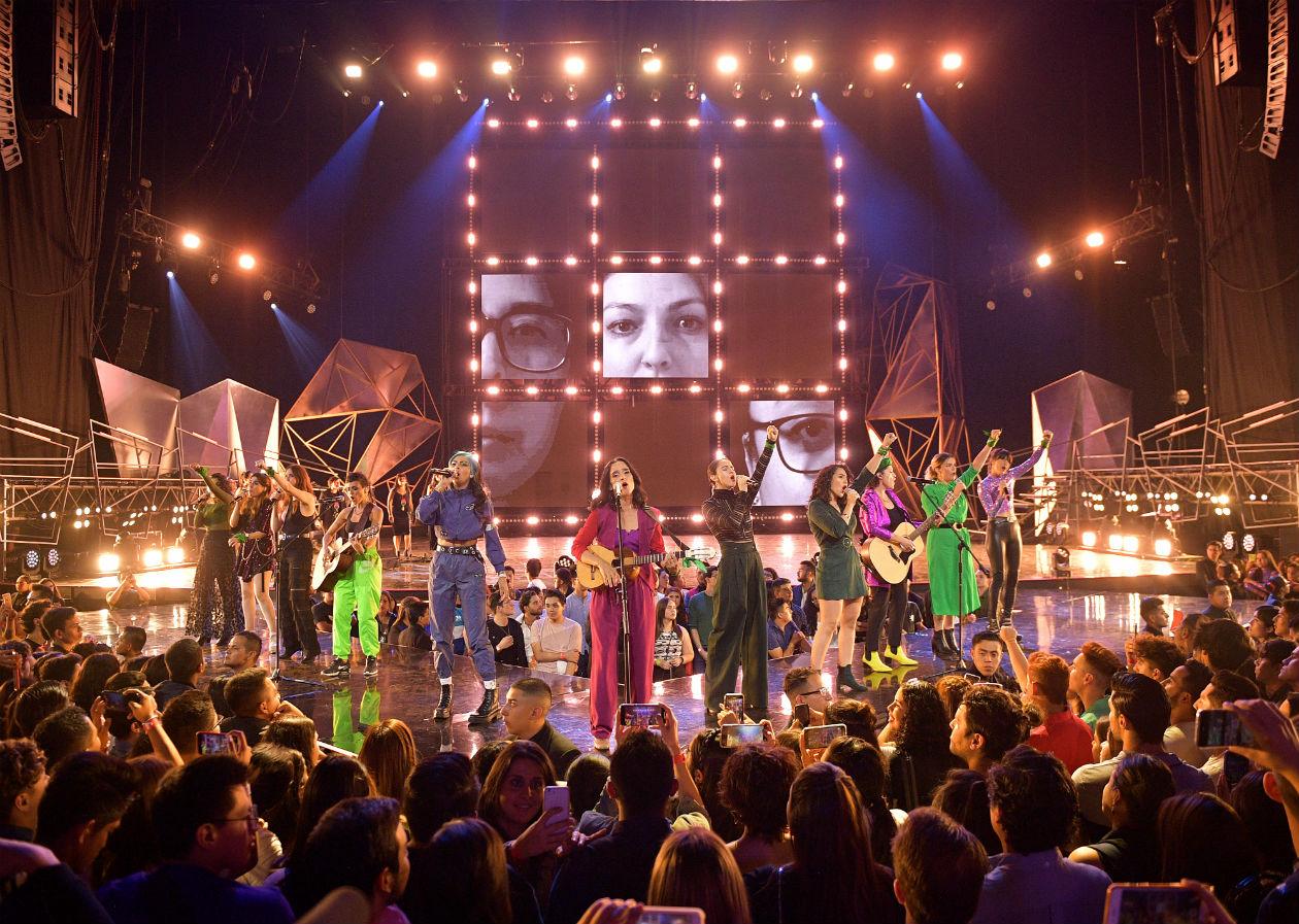 julieta venegas canta mujeres en los spotify awards