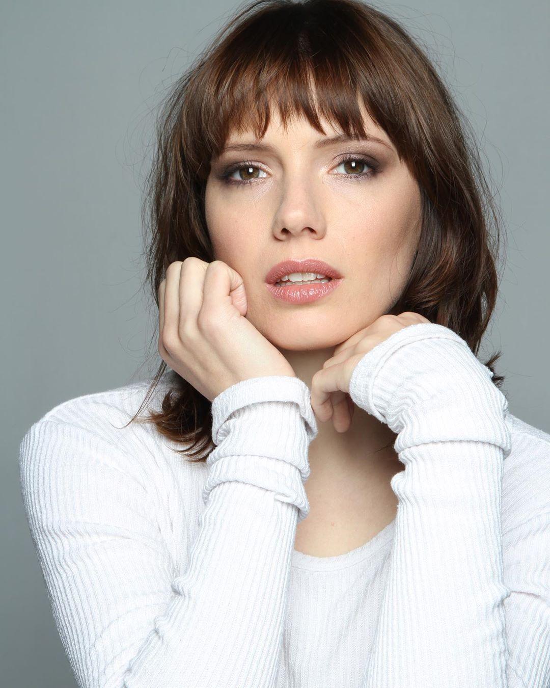 Diana Gomez estatura Valeria Netflix reparto