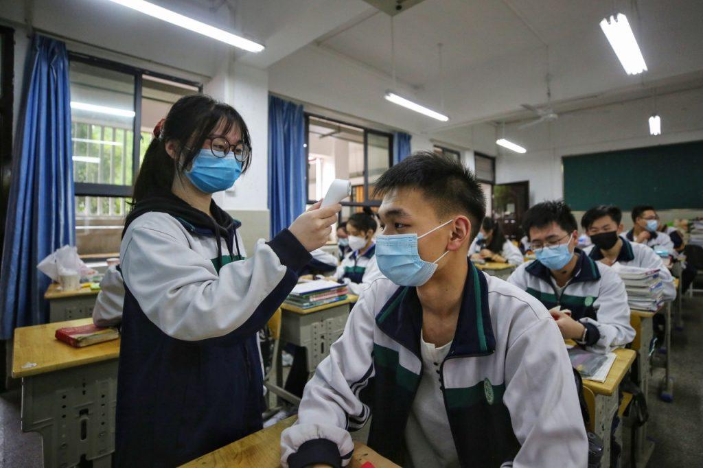 En Wuhan ya regresaron a la escuela. Foto: AFP