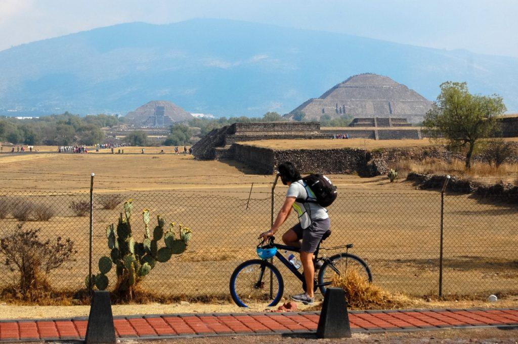 El autocinema ofrecerá un recorrido en bici por la zona arqueológica. Foto cortesía de LUNA Autocine.
