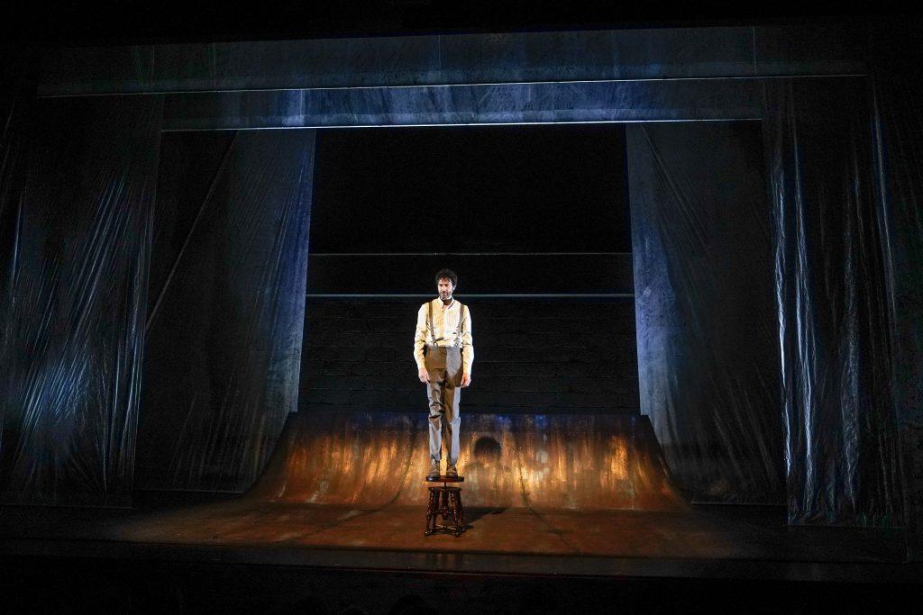 La obra de teatro Novecento, con Benny Ibarra, se estrenará en línea el 25 de julio, gracias a La Teatrería. Foto: Alberto Clavijo