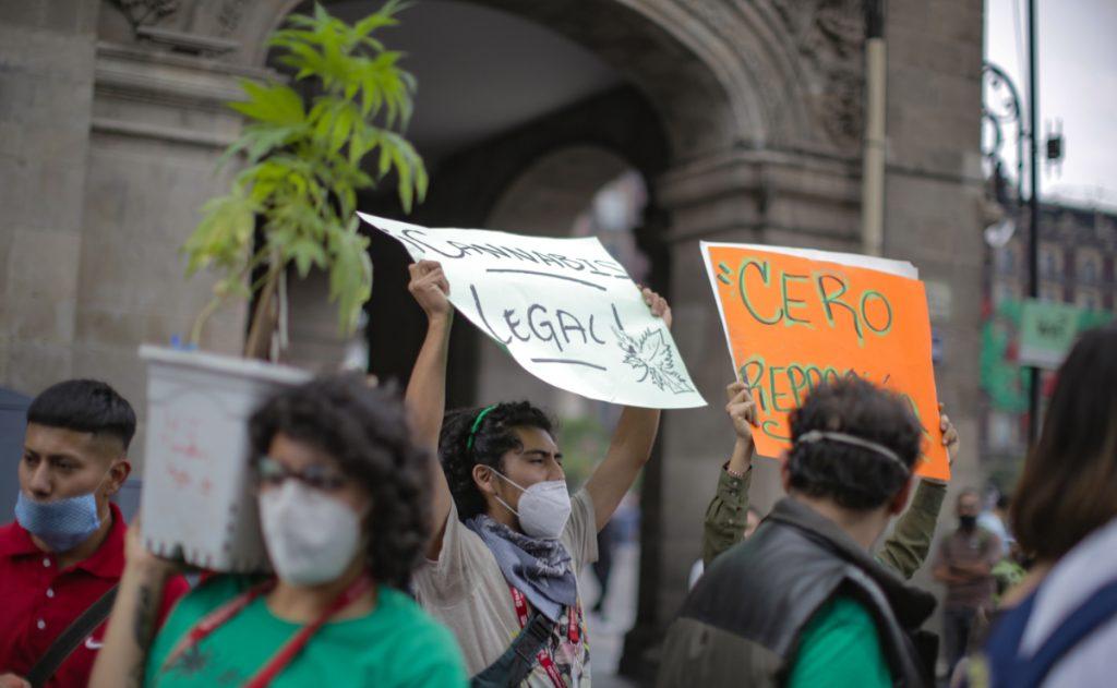 Los activistas protestaron en varias estaciones del Metro de la CDMX. Foto: Carlo Echegoyen