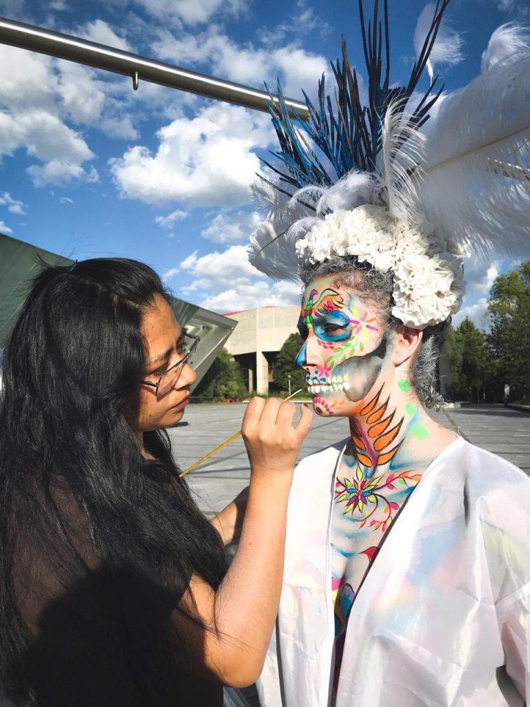 Este año la serie Danzatrinas integró a artistas de body paint. Foto: Cortesía Edgar Olguín