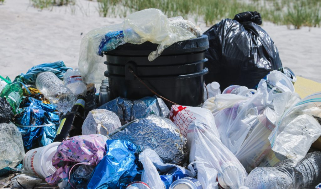 Bolsas de plástico. Foto: Brian Yurasits para Unsplash