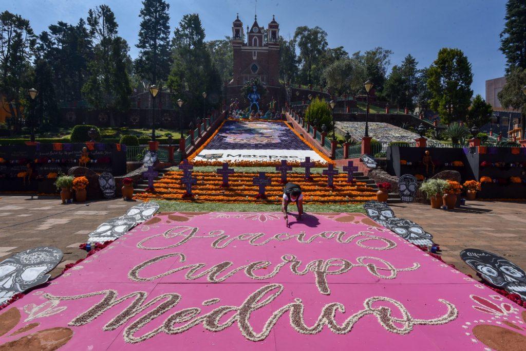Ofrenda Monumental en el templo del Calvario en Metepec. Foto: Crisanta Espinosa Aguilar | Cuartoscuro