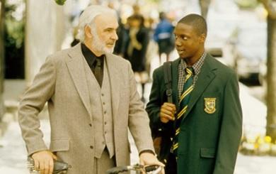 Sean Connery interpretó al mentor de un joven escritor en 'Finding Forrester'. Foto: Especial