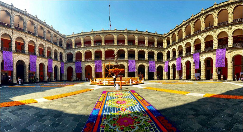 Ofrenda Monumental del Día de Muertos en Palacio Nacional. Foto: Presidencia
