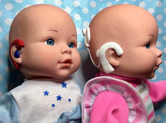 Su hija sorda fue su inspiración para comenzar a hacer estas muñecas. Foto: Clare Tawell