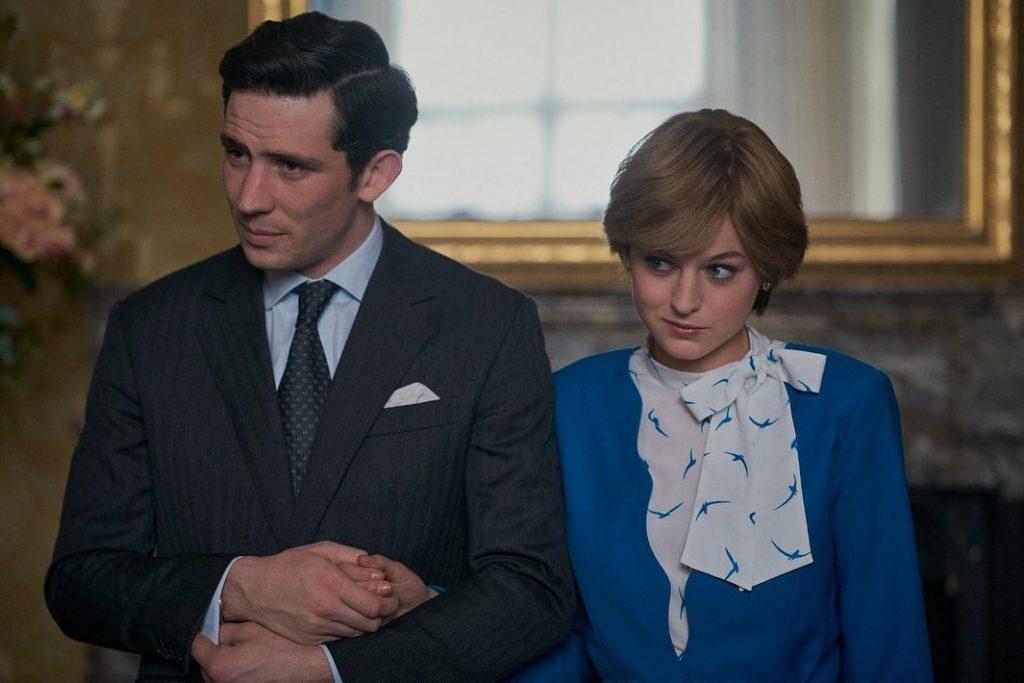Josh O'Connor como el príncipe Carlos y Emma Corrin como Lady Di en The Crown. Foto: @thecrownnetflix