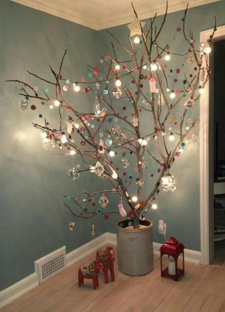 Los árboles de ramas son otra opción ecológica para adornar tu casa. Foto: El Mundo del Reciclaje
