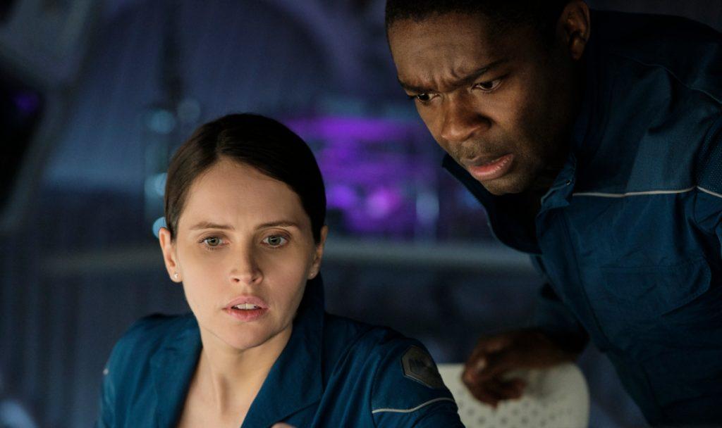 Felicity Jones como 'Sully' y David Oyelowo como 'Adewole'. Foto: Netflix