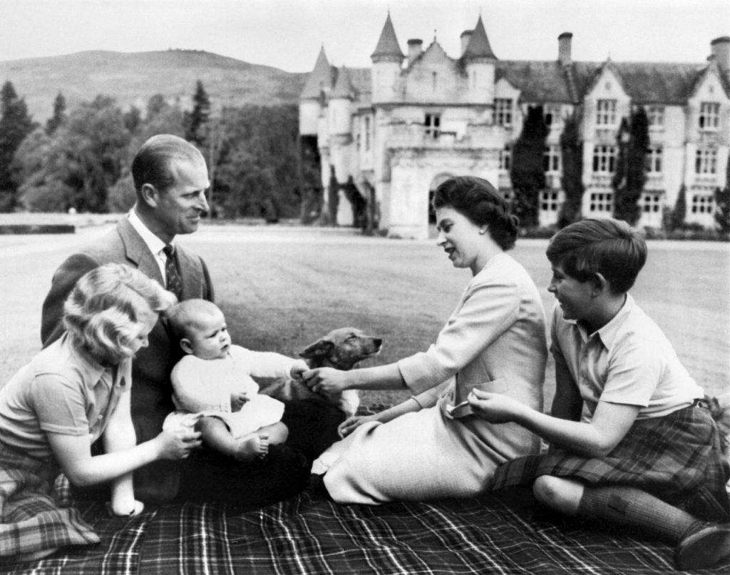 El príncipe y la reina Isabel II tuvieron cuatro hijos: Carlos, Ana, Andrés y Eduardo. Foto: AFP