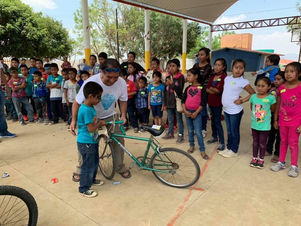 La colecta es cada año para el Día del Niño. Foto: Rafael Medina.