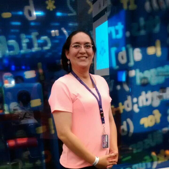 Caroline Maldonado (@DaleCaro) es una persona intersex.