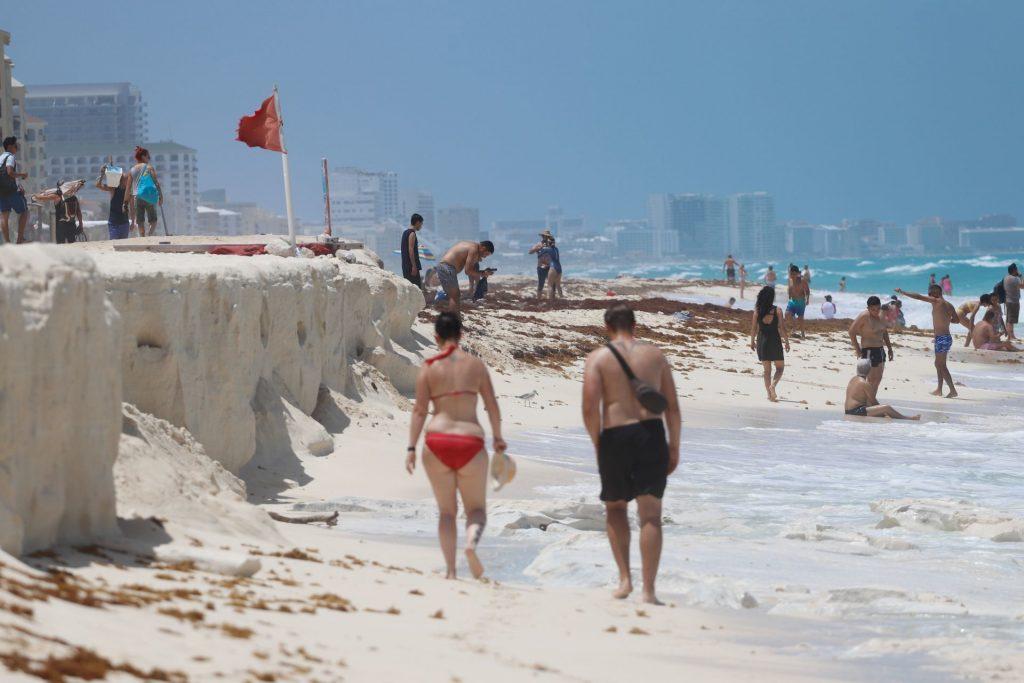 Desde marzo de 2021, la Semar ha limpiado más de 15 toneladas de sargazo en playas de Quintana Roo. Foto: Elizabeth Ruiz   Cuartoscuro
