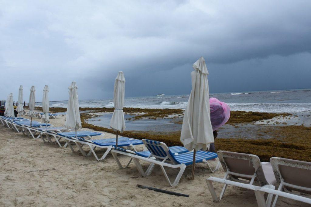 Fotos de la zona turística de Cancún y otras playas de Quintana Roo con el sargazo. Foto: Elizabeth Ruiz   Cuartoscuro