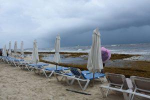 Fotos de la zona turística de Cancún y otras playas de Quintana Roo con el sargazo. Foto: Elizabeth Ruiz | Cuartoscuro