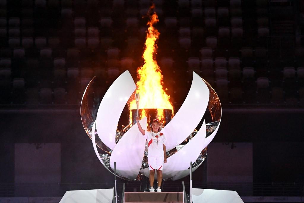 La tenista Naomi Osaka encendió el fuego olímpico de Tokyo 2021, justo en la cima del Monte Fuji instalado en el Estdio Olímpico de Tokio. Foto: Andrej Isakovic   AFP