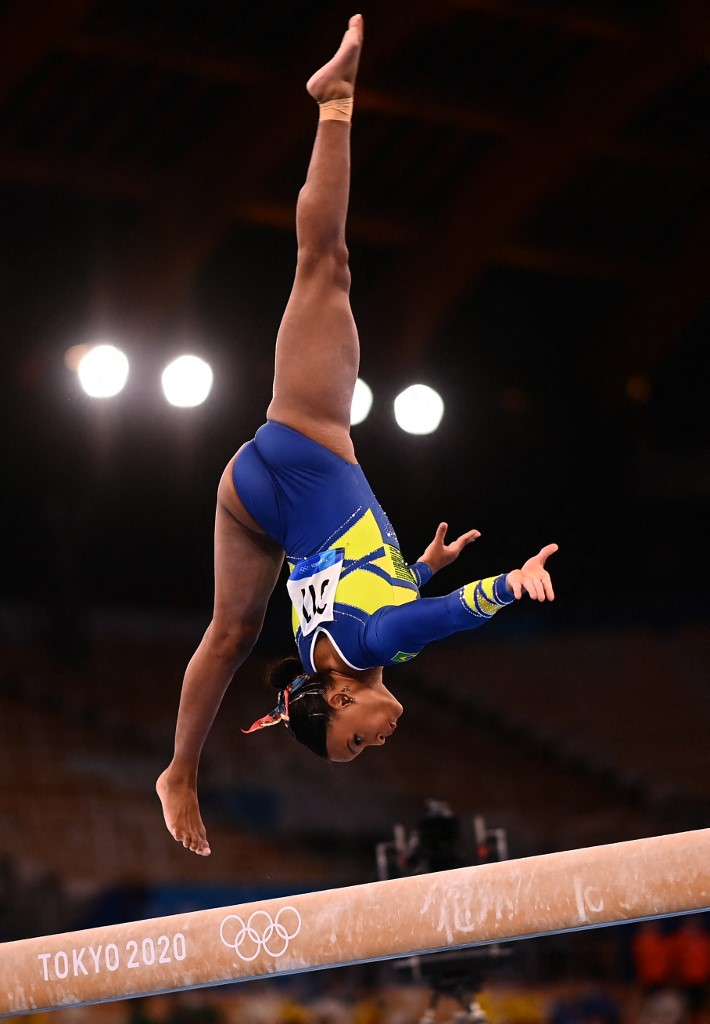 Rebeca Andrade, de Brasil, se llevó la medalla de plata en gimnasia artística. Foto: Loic Venance | AFP