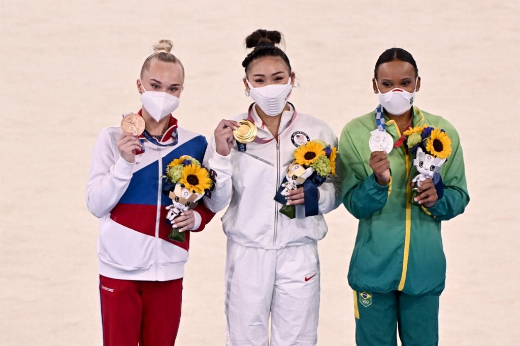 Sunisa Lee se llevó el oro en gimnasia artística de Tokio 2020. Foto: Lionel Bonaventure | AFP