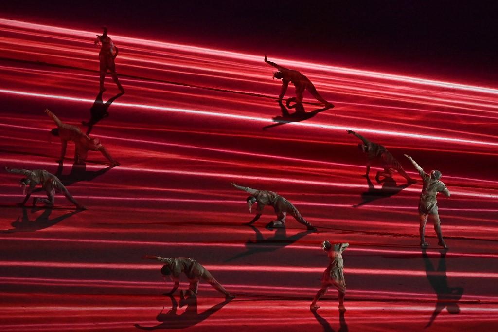 Bailarines en la inauguración de los Juegos olímpicos tokio 2020. Foto: Jeff Pachoud   AFP