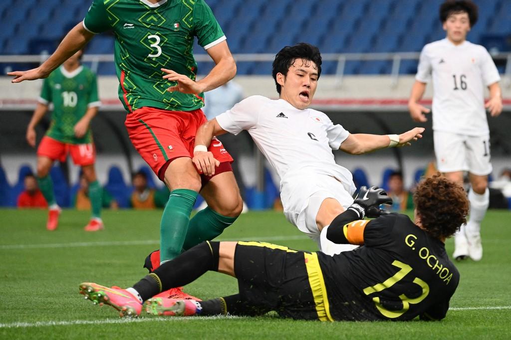 Memo Ochoa durante el partido de México vs Japón por la medalla de bronce en los Juegos Olímpicos de Tokio 2020. Foto: Vincenzo Pinto | AFP
