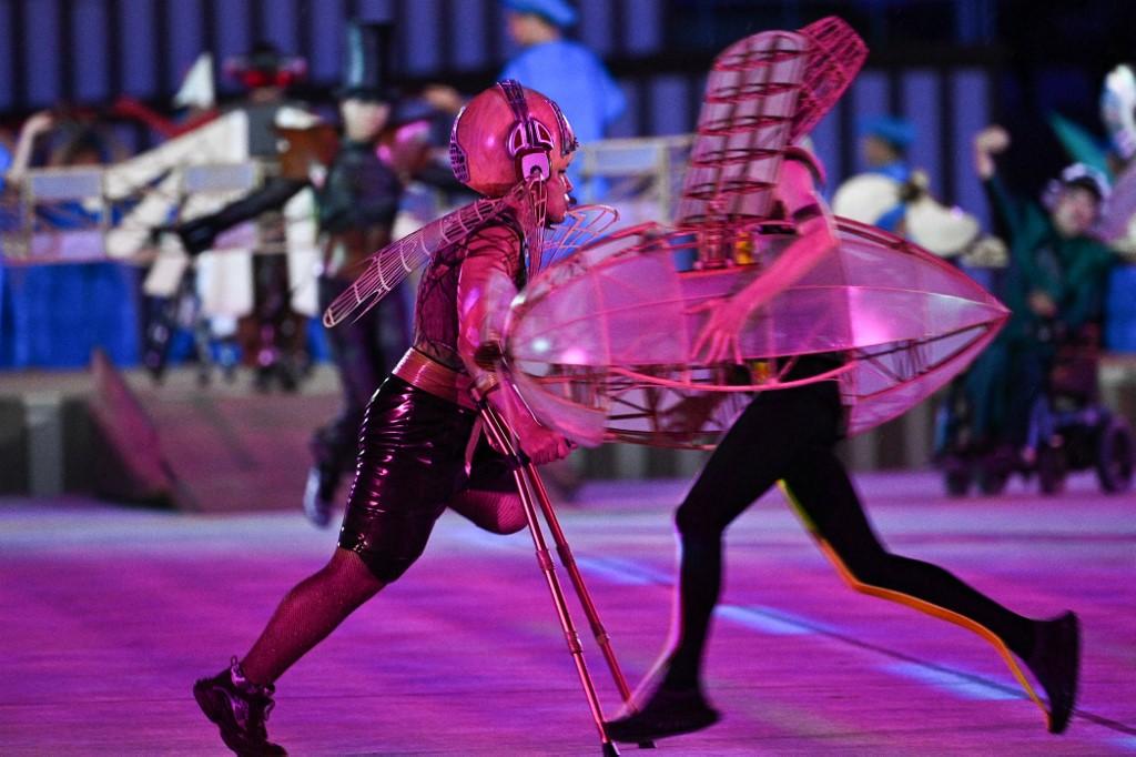 Artistas y bailarines con discapacidad en la inauguración de los Paralímpicos. Foto: Philip Fong | AFP