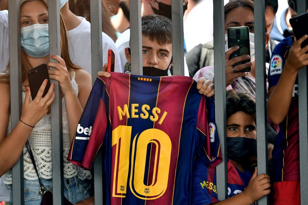 fans-despiden-a-messi-barcelona