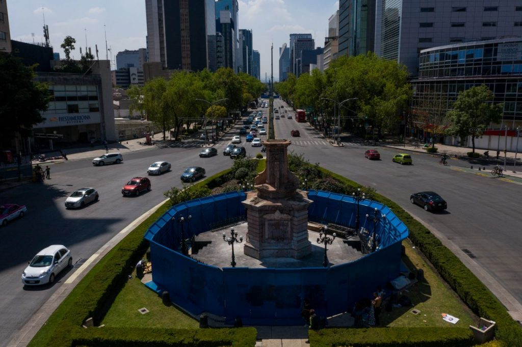Glorieta Colón, en Paseo de la Reforma de CDMX, sin la estatua. Foto: Galo Cañas   Cuartoscuro