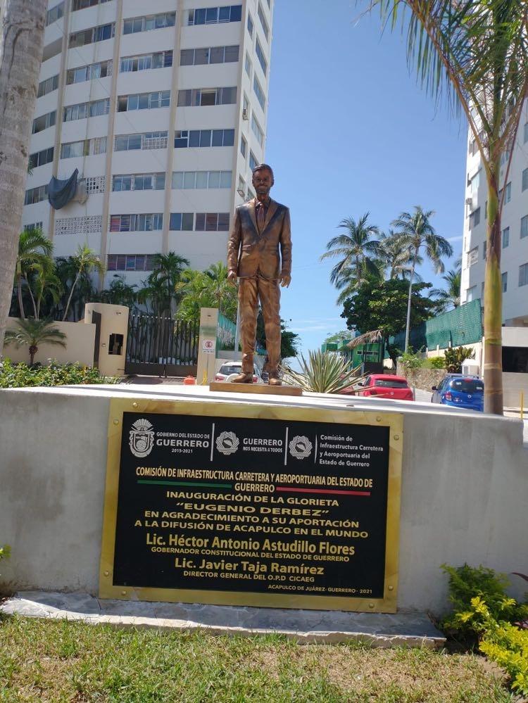 estatua-Eugenio-Derbez-13-de-octubre
