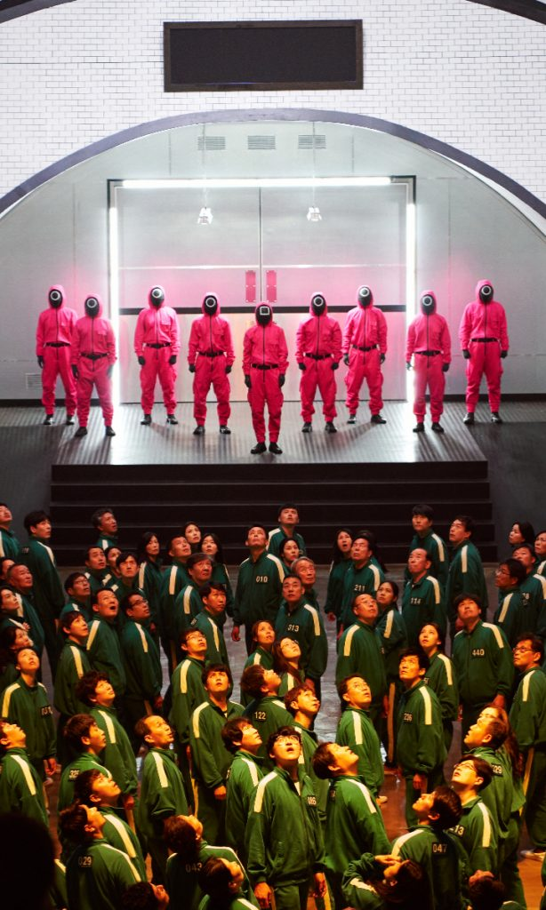 Los disfraces más vendidos del Juego del Calamar son los uniformes de los jugadores y el traje rojo y las máscaras de los guardianes. Foto: Netflix